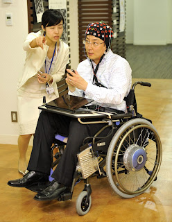 [Image: Kekuatan+Otak+Gerakkan+Kursi+Roda+2.jpg]