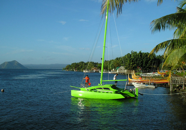 Farrier F 22 Trimaran http://philippine-made.blogspot.com/2010/10/f-22-farrier-trimaran-by-melvest-marine.html