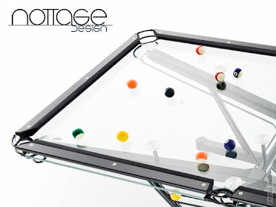 un billard transparent en verre