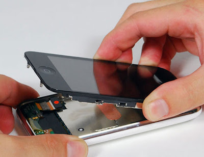 diy iphone screen repaire 4 - Tuto iPhone : Remplacer la Vitre Cassee (images)