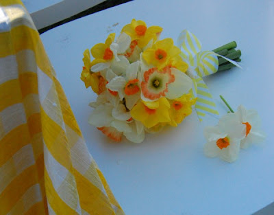 Daisies and Yellow Daffodils Wedding Bouquets Ideas