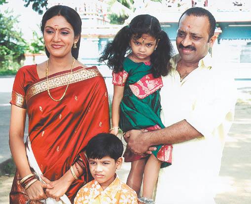 Devadarshini with chetan veethi for K muraleedharan family photo
