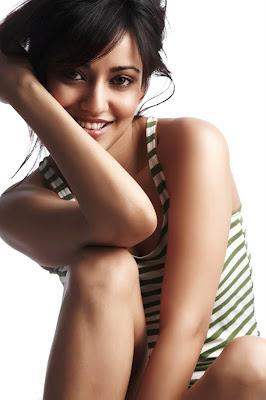 Neha Sharma Sizzling hot5