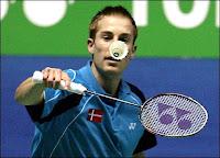 http://4.bp.blogspot.com/_zzH_plv1lNU/S_vuVaWZ-uI/AAAAAAAAABw/abuX2cwFmDM/s1600/badminton_hitting.jpg