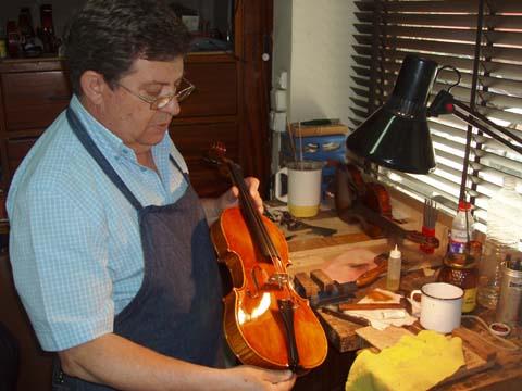 Fernando solar luthier caminando por madrid for Luthier madrid