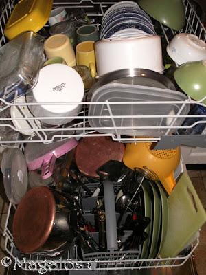 Diskmaskin fylld med lortig disk.