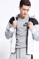 Geaca Windrunner • Nike Sportswear