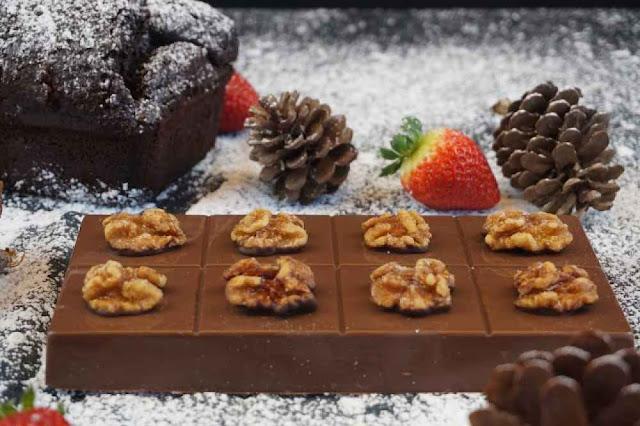 turrón de chocolate con nueces caramelizadas