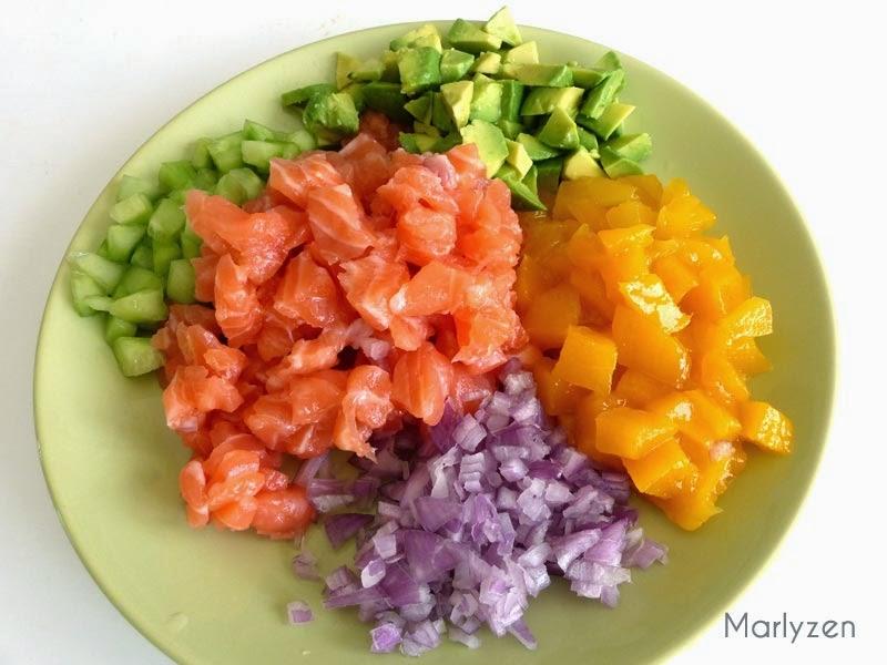 Coupez en petits morceaux les différents ingrédients.