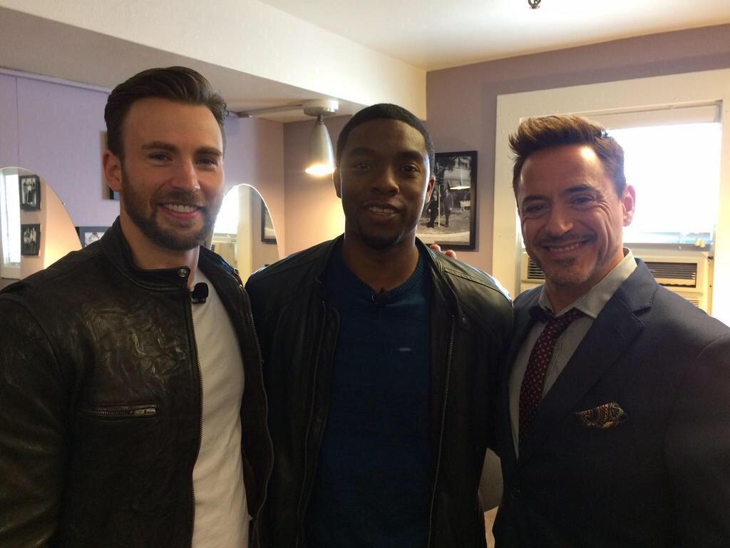 Photo : ロバート・ダウニー・Jr.とクリス・エヴァンズと、新ヒーロー、ブラック・パンサーのチャドウィック ...