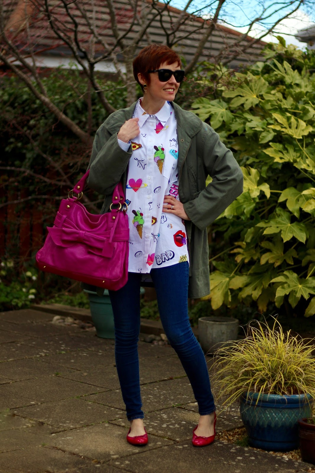 Asos Badge Shirt, Topshop Skinny Jeans, French Sole Ballerinas, Zara Khaki Jacket, Hot pink bag.