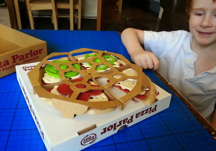 Green Toys 100% recycled toy Pizza Parlour Review unboxing