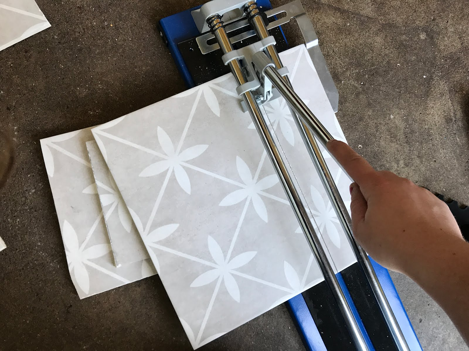 Using a manual tile cutter