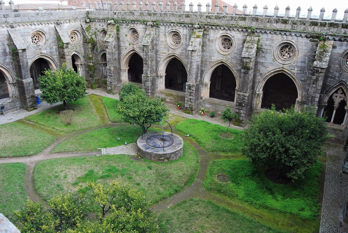 le cloître de la cathédrale Evora