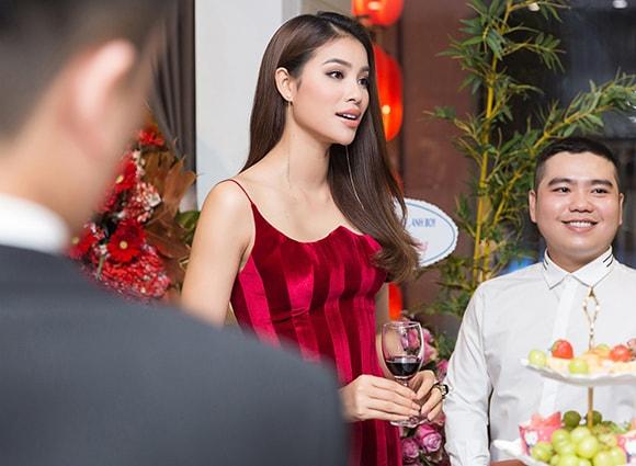 Phạm Hương diện váy xẻ cao vút khoe chân dài miên man sau khi trở về từ Indonesia - Ảnh 9