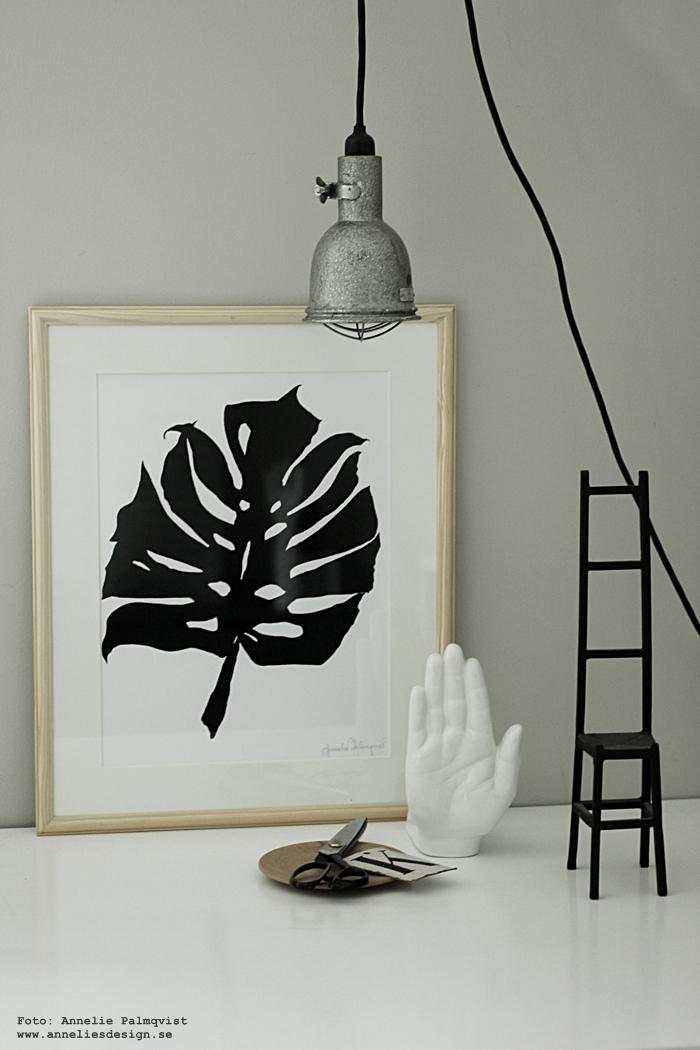 hand porslin, händer, monstera, tavla, tavlor, poster, posters, print, prints plakat, plakater, inredning, ateljé, annelies design, webbutik, webbutiker, webshop, nätbutik, konsttryck, vitt, vit, vtia, svart och vitt, svartvit, svartvita,