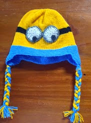 http://translate.google.es/translate?hl=es&sl=en&tl=es&u=http%3A%2F%2Ftheknitguru.com%2F2013%2F10%2F18%2Fdespicable-me-minion-ear-flap-hat-knitting-pattern%2F