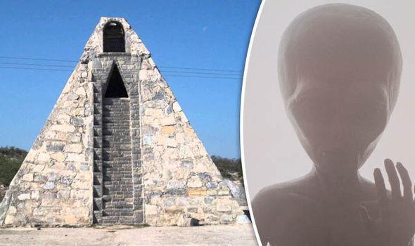 Pria Mexico Membangun Piramida Atas Perintah Alien