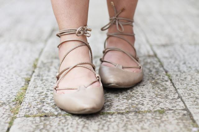 Lace up flats are the perfect ladylike addition to any wardrobe | fashamorphosis.blogspot.com