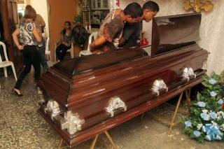 Dado como morto, homem respira durante preparação para velório