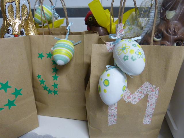 87e93bc1d Cogí unas bolsas con chuches de huevitos, gallinitas y conejos variadas