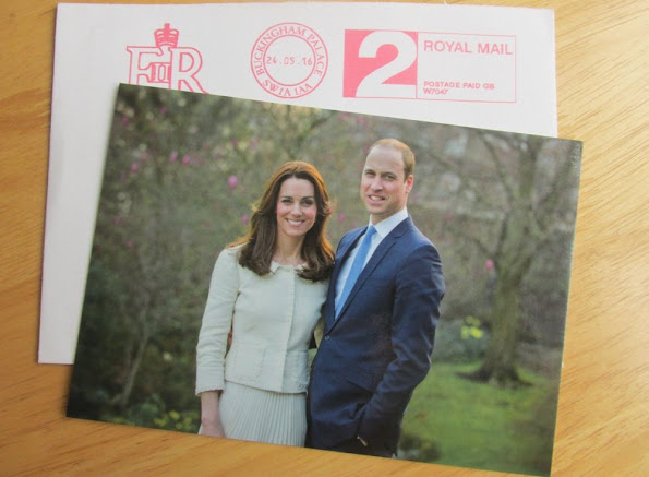 New portrait of the Prince William and Catherine Duchess of Cambridge, Kate Middleton, Prince George, Princess Charlotte, Dress, fashions