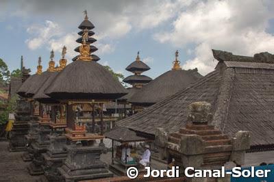 Cúpulas en el Templo de Pura Besakih