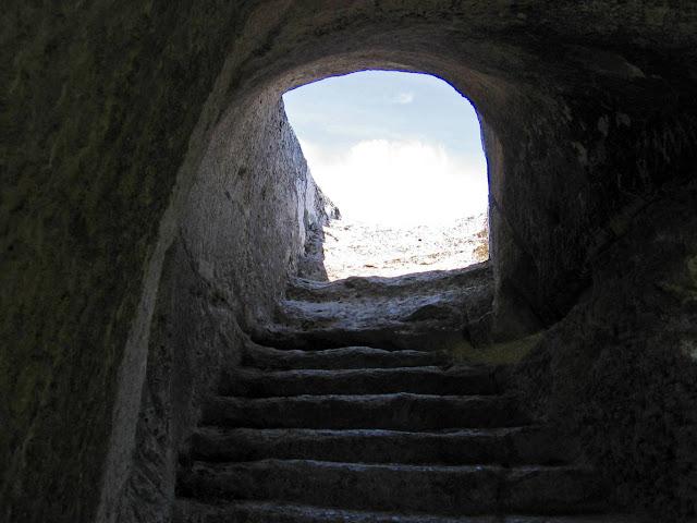Эски-Кермен, тоннель к вершине Северного дозорного комплекса