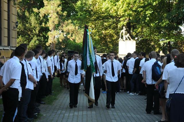 Jávor András rektorhelyettes augusztus 30-án a Kossuth utcai iskolások, szülei és tanarai előtt hangsúlyozta, hogy a Debreceni Egyetem vezetése minden segítséget megad ahhoz, hogy biztosítsák a mindennapok alkotómunkáját, hiszen minden diákot potenciálisan egyetemi hallgatónak tekintenek. – Az idén érettségizett 169 diák közül 129 a Debreceni Egyetem valamelyik képzésén folytatja tanulmányait.