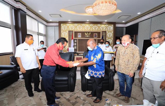Lukas Enembe Terima Hasil Kajian Draft UU Otsus dari Tim Akademisi Universitas Cenderawasih