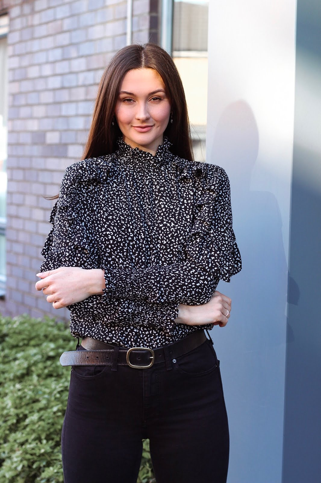 how to wear printed blouse