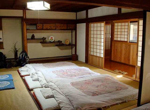 Kamar jepang yang sederhana