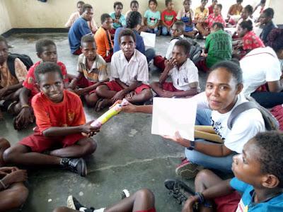 Ikatan Alumni SMK Petra YABT Mimika Gelar Bakti Sosial di Nayaro