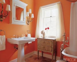 Baño paredes naranjas