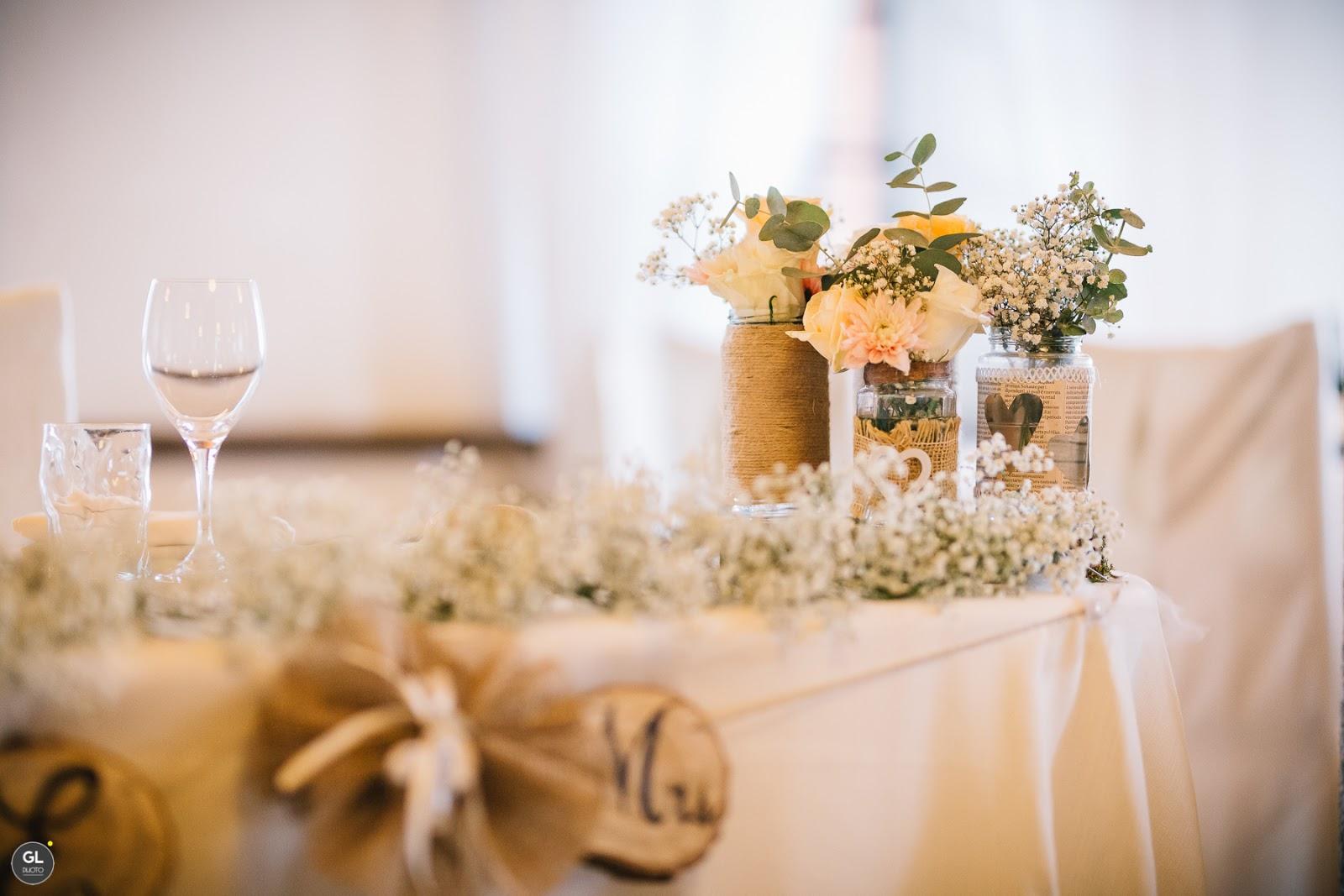 Come allestire tavolo sposi rustico