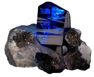 mineral-tanzanita-en-roca-matriz-cristal-foro-de-minerales