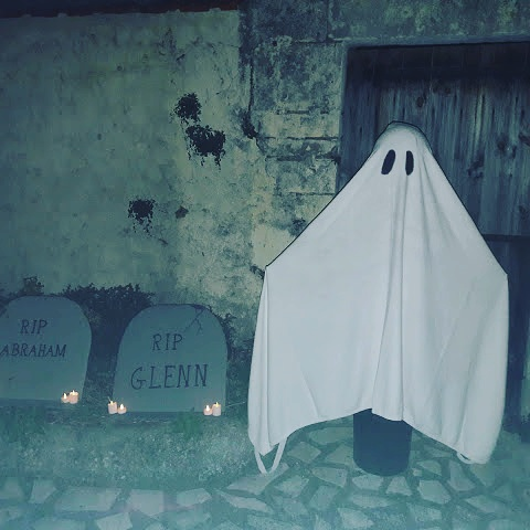 decoration halloween extérieure tutoriel tuto facile peur grand fantome taille réelle