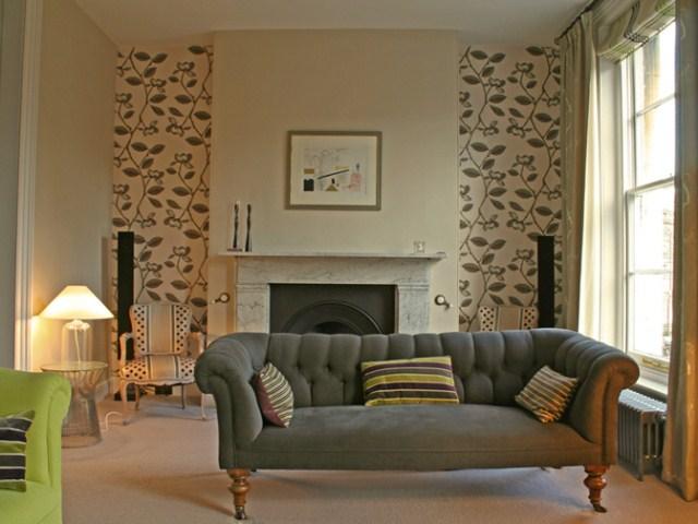 sala-decorada-sofa-adesivo
