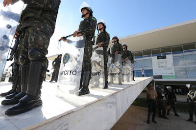 brasil-militares-no-planalto-20170524-00