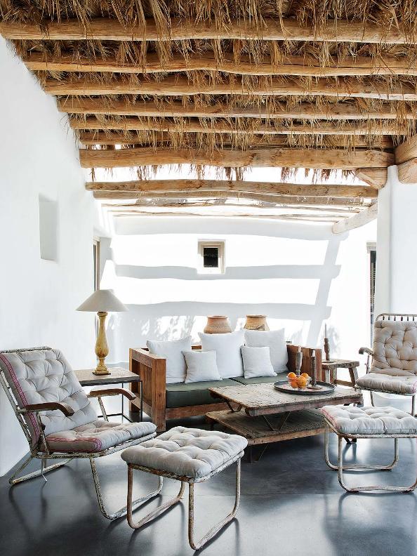 porche de verano con sillones de hierro vintage chicanddeco