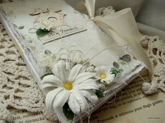 czekoladownik ozdobiony kwiatami