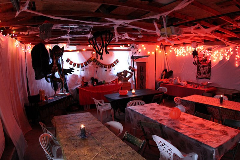 5 ways to decorate your garage this coming halloween