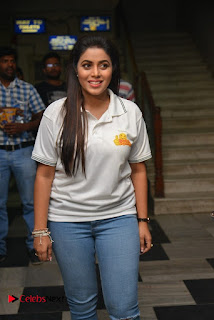 Actress Poorna Stills in Jeans with Jayammu Nischayammu Raa Team at Satyam Theatre  0008