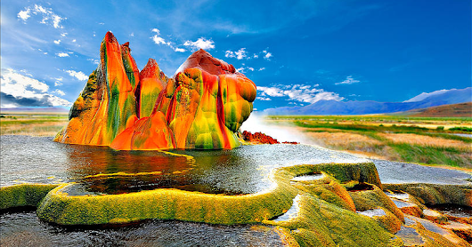 Fly Geyser, hot showers unique pavonine