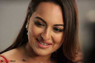 Sonakshi Sinha stunning Red Gown at Nach Baliye Season 8 interview 005.JPG