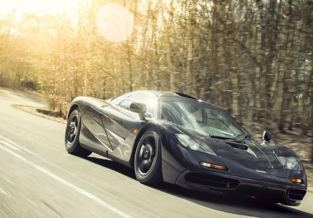 Carros elétricos esportivos de luxo capazes de grandes velocidades