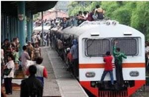 d5opedsi 9 Kebiasaan Buruk Orang Indonesia Saat Menggunakan Media Transportasi Umum