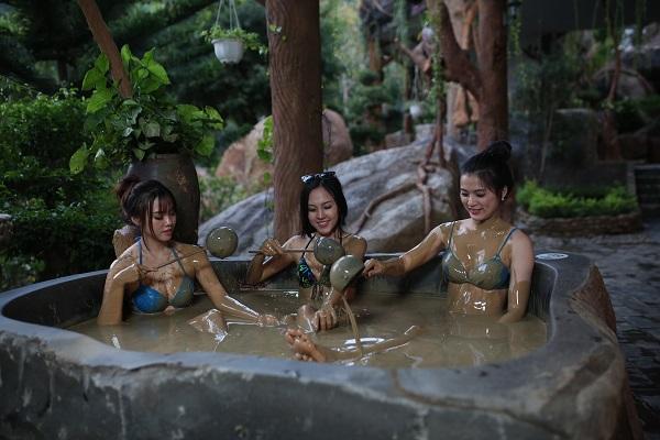 Tắm bùn ở Đà Nẵng tại Núi Thần Tài