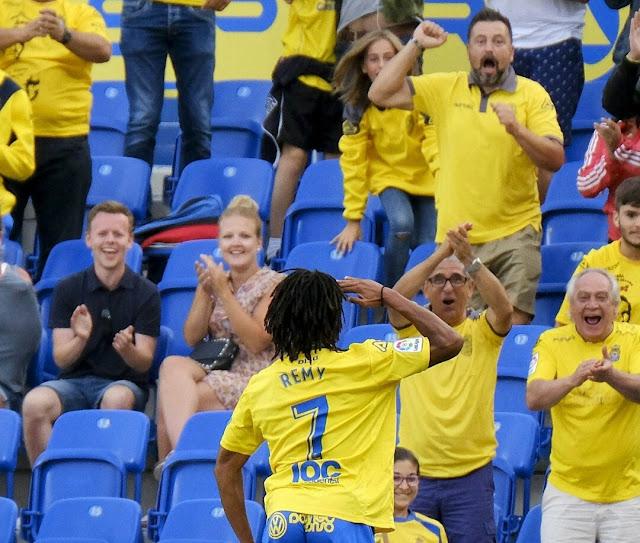Loïc Rémy salida a la afición tras el gol