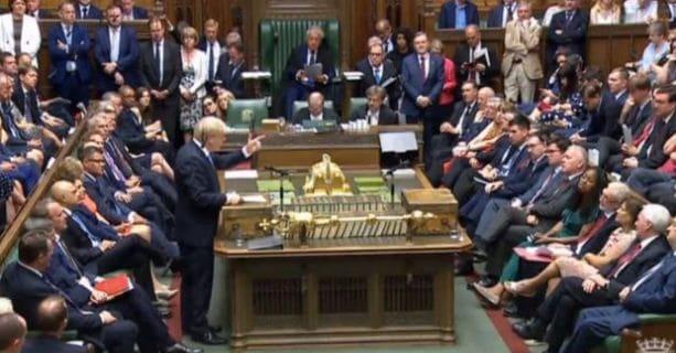 """قد تضطرالحكومة البريطانية إلى """"تعليق البرلمان"""" ."""